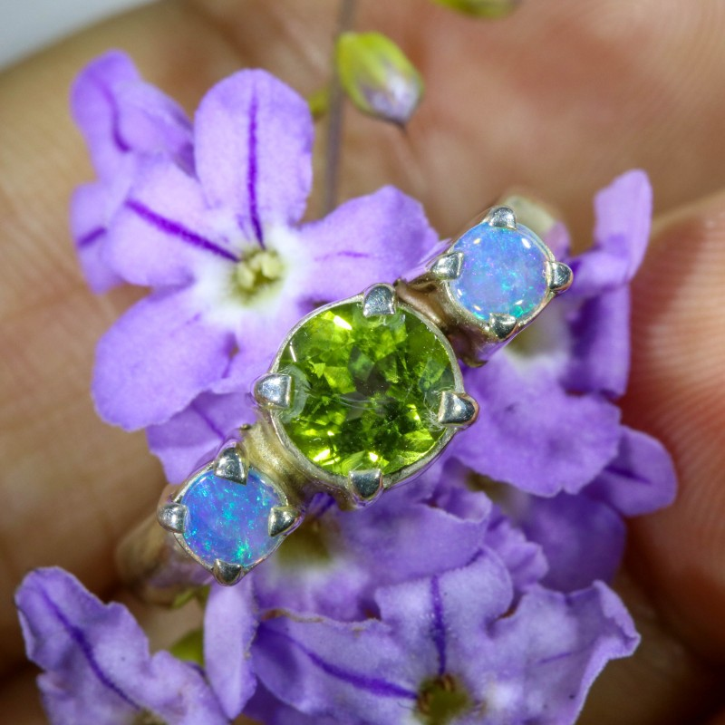 7 SIZE PERIDOT AND SOLID CRYSTAL SILVER RING-[SOJ6336]