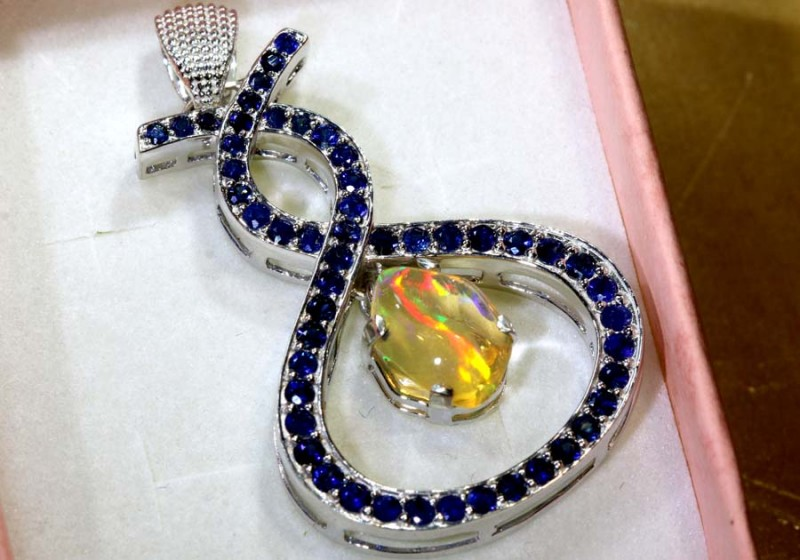 30.4CTS ETHIOPIAN OPAL WITH SAPPHIRE  SILVER PENDANT   OF-2336
