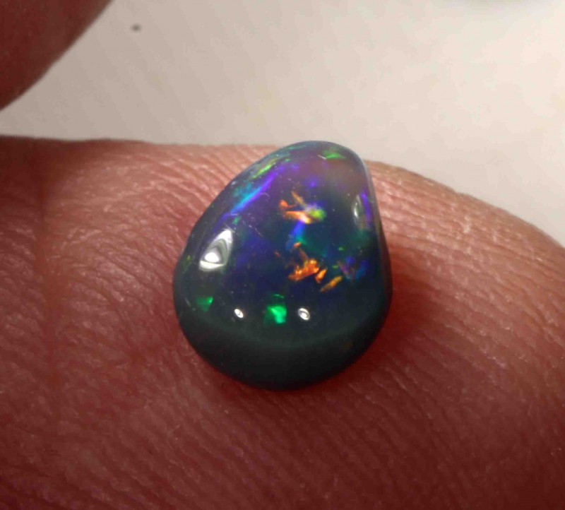 0.85 CT BLACK OPAL FROM LR