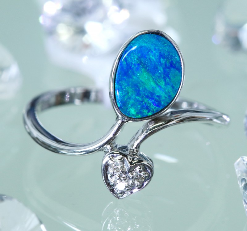 Cute  Opal Doublet opal in 14k White  gold Ring size 6  SU1339