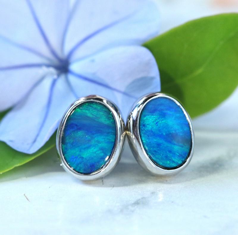 Cute  green  fire  Doublet opals in stylish silver earrings SU 1496