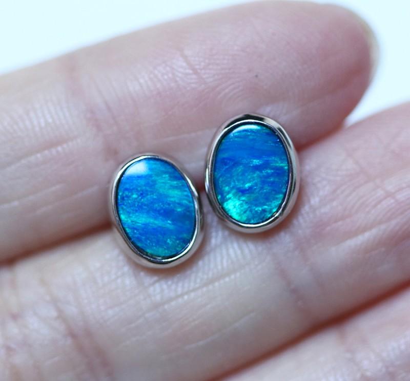 Cute  blue  fire  Doublet opals in stylish silver earrings SU 1498