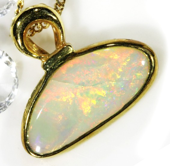 CRYSTAL OPAL (with inclusion) PENDANT 18 K  GOLD   CK 186