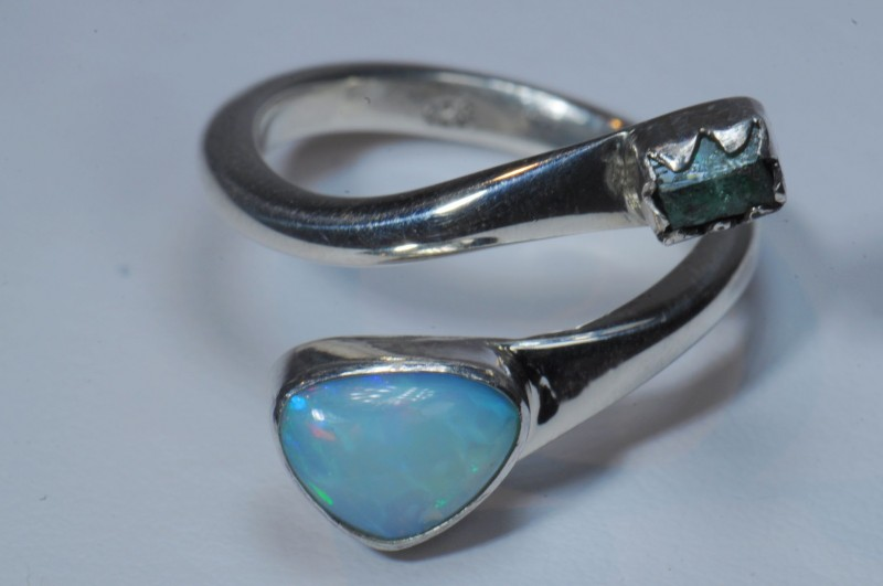 SZ7 ETHIOPIAN EMERALD  AND OPAL HIGH QUALITY .925 STERLING FABULOUS RING