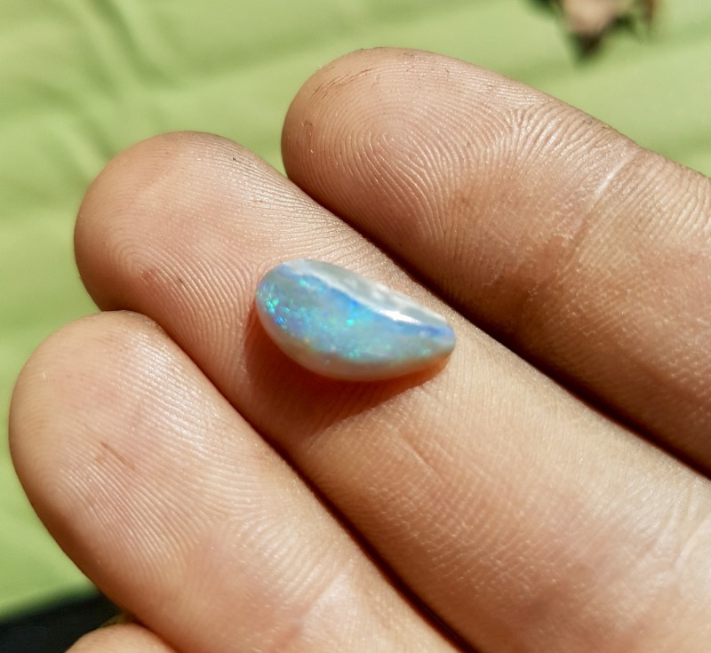 1.5 ct Crystal Opal from Lightning Ridge