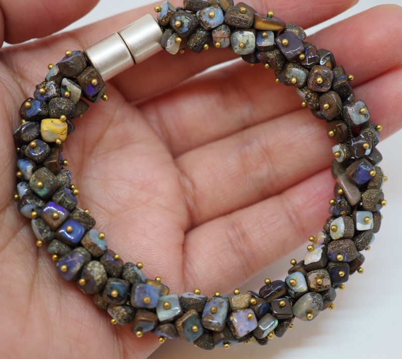 300CT QUEENSLAND BOLDER  BEADS  STONE OI584