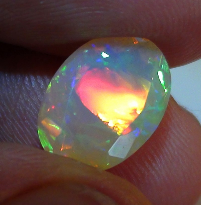 2.85 ct Stunning Full Face Gem Rainbow Welo Facet