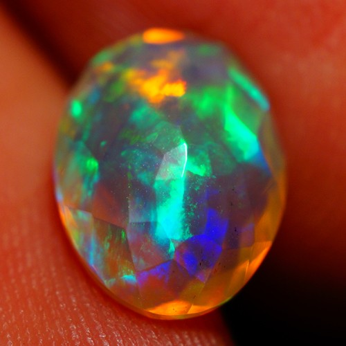 1.60 CT Beautiful Faceted Ethiopian Opal Wth Rainbow 5/5 Fire -AE672