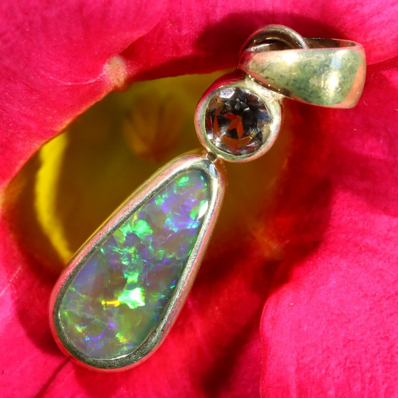9.65 CTS CRYSTAL OPAL PENDANT WITH TOPAZ [SOJ6462]