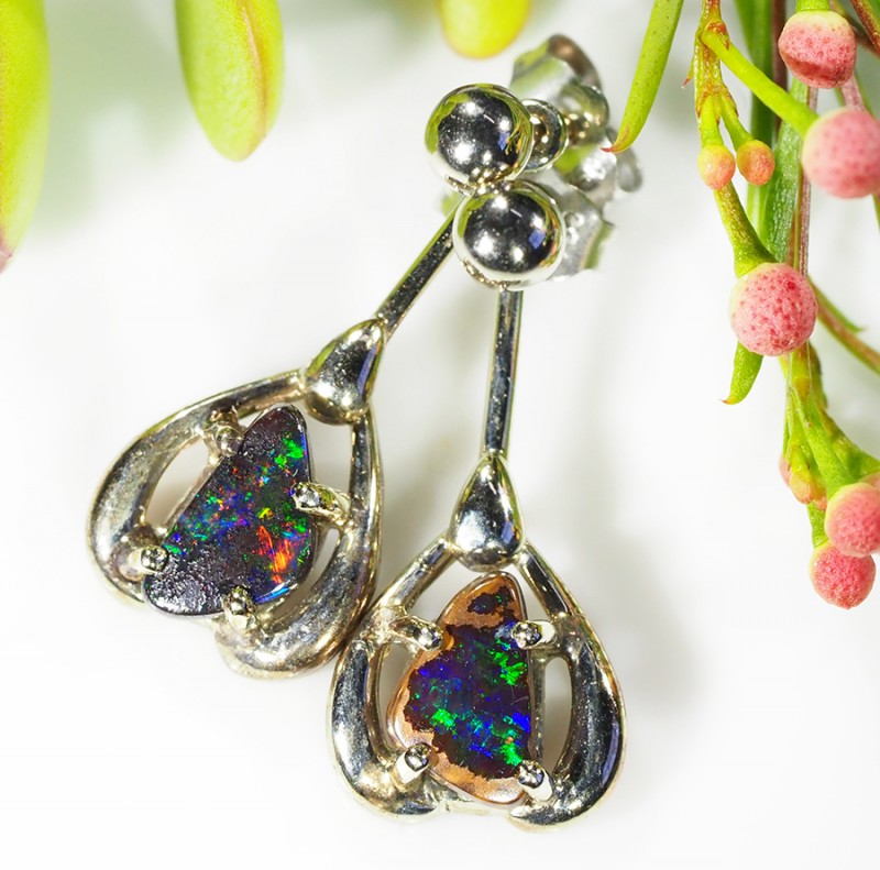 DEEP GREEN SPARKLE FIRE 18K WHITE GOLD EARRING 1.8 CT SCA151