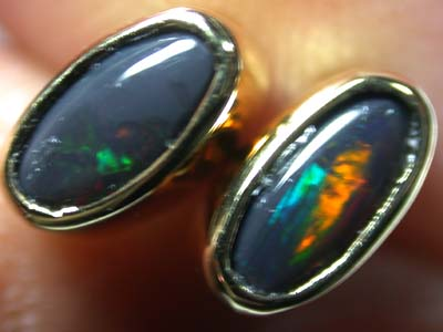 BEAUTIFUL RED FLASH BLACK OPAL 18K GOLD EARRING 1.1CT SCA230