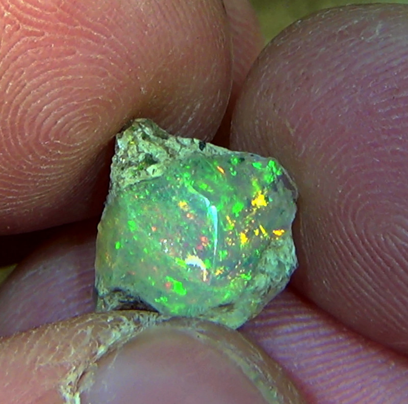 3.05 cts Ethiopian Welo PINFIRE rough crystal opal N9 4,5/5