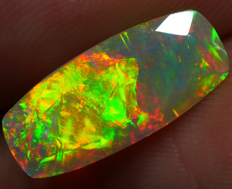 1.95 CRT STUNNING FACETED BROADSTRIPE INFERNO MULTICOLOR WELO OPAL