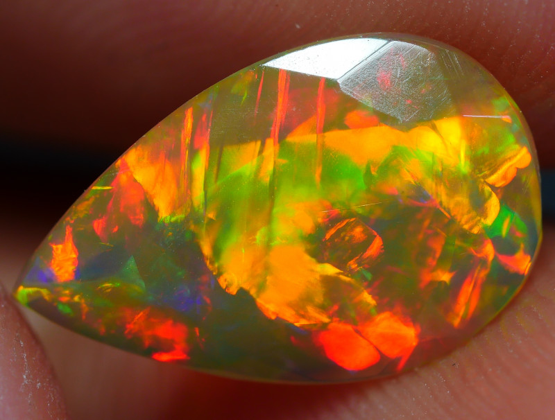 1.55 CRT DELUXE FACETED GOLDEN FIRE 5/5 FULL PLAY COLOR WELO OPAL