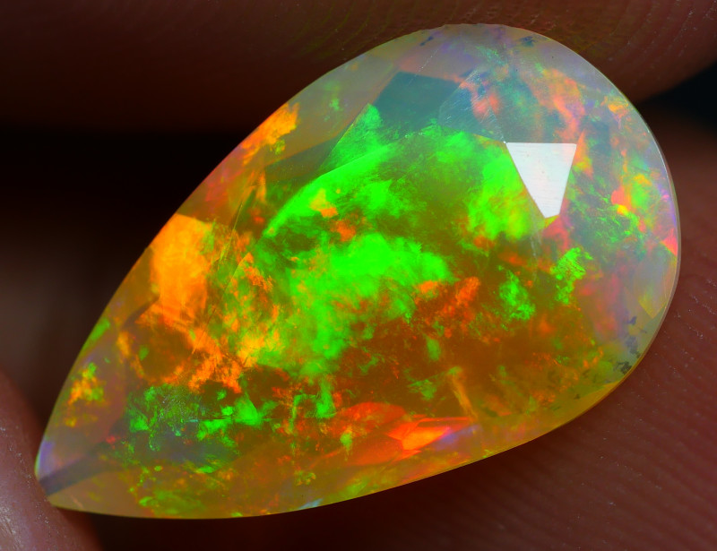 2.10 CRT BEAUTIFUL COLOR BRIGHT FACETED MULTICOLOR WELO OPAL