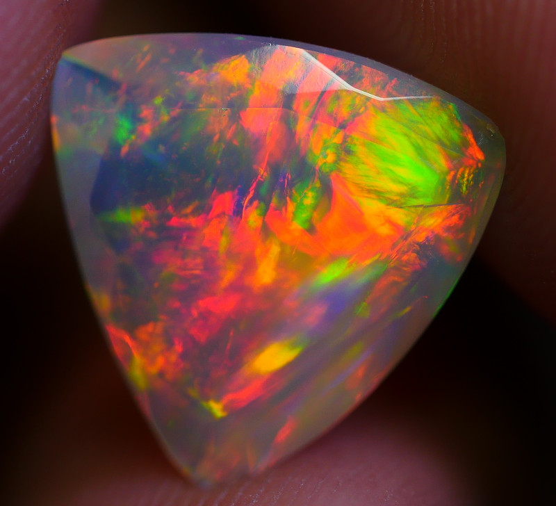 1.65 CRT GORGEOUS FACETED CHAFF FIRE PATTERN WELO OPAL