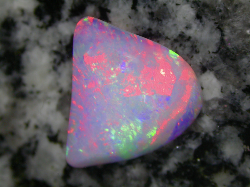 6.9 ct EXTR BRIGHT RED FIRE EVERYWHERE MULTI PATERN 2-SIDED OPAL