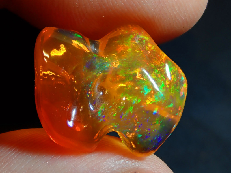 11.72CT  EXTREMELY BRIGHT CARVED BLUE WATER MEXICAN OPAL