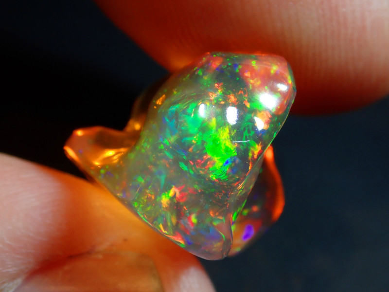 11.29CT  EXTREMELY BRIGHT CARVED FIERY  MEXICAN OPAL