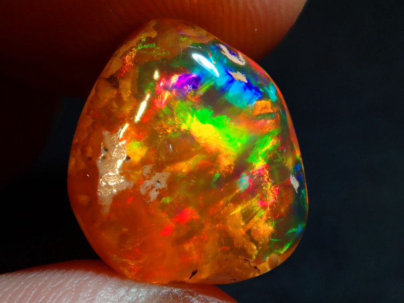 7.72CT  EXTREMELY BRIGHT CARVED  SUPREME MEXICAN  FIRE  OPAL