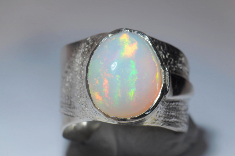 8sz Blazing Large Welo Solid Opal Ring