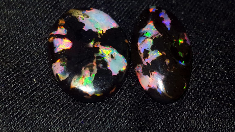 12.50 CRT STUNING ROLLING FLASH PUZZLE PLAY COLOR INDONESIAN OPAL WOOD FOSS