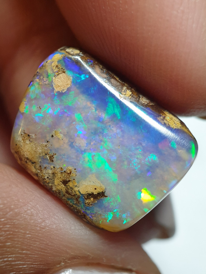 9.45 cts Boulder Pipe Crystal Opal B79
