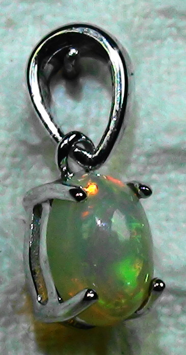3.30 ct Stunning Modern 925 Silver Solid Welo Opal Pendant