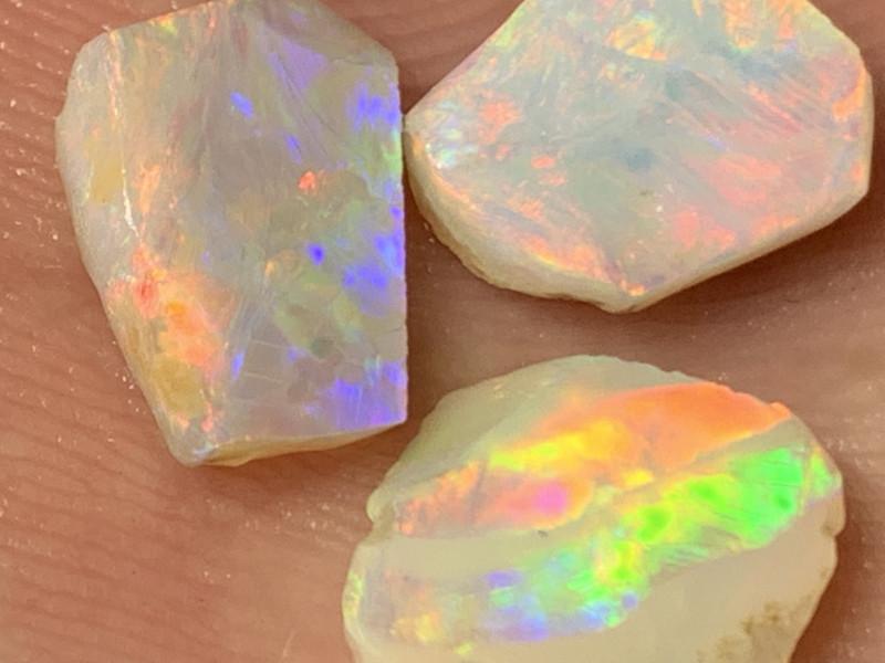 8 Cts of High End White Cliffs Rough/Rub Opals,#640