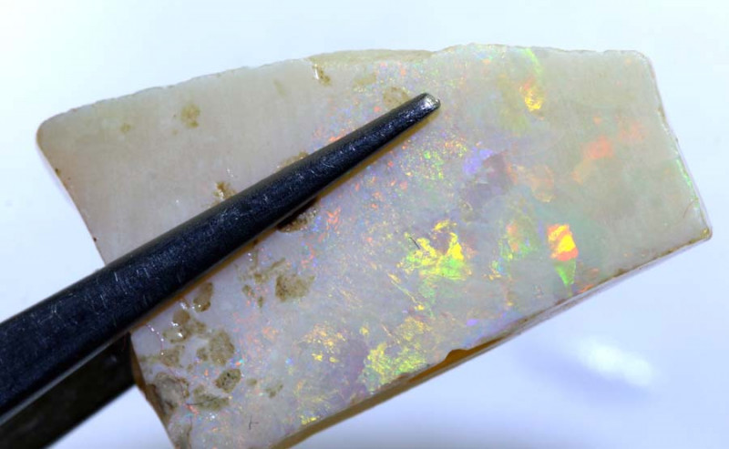 28.30 CTS-WHITE OPAL RUB DT-4494