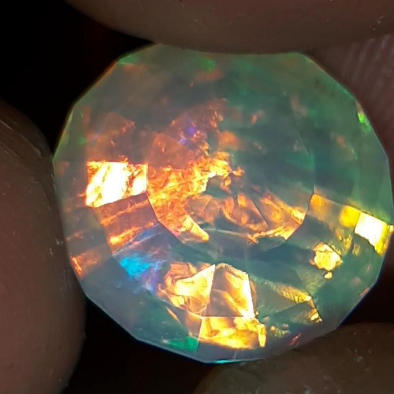MASTER CUT 7.4 carats AAA welo opal