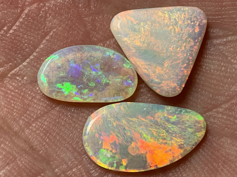 PARCEL OF GEMS; 5.7 Cts of High End White Cliffs Opals,#749