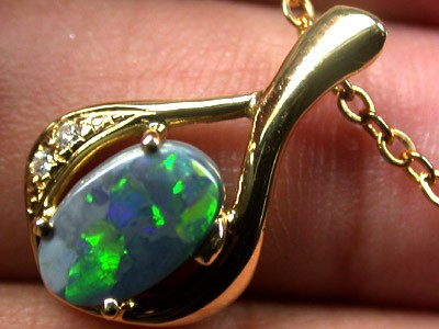 BRLLIANT GREEN FIRE BLACK OPAL 18K PENDANT 1.10 CTS SCA438
