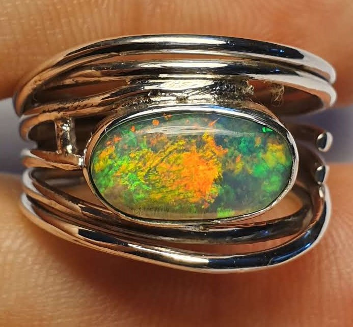 7.5 sz Ethiopian Welo Opal & .925 Handmade Sterling Ring