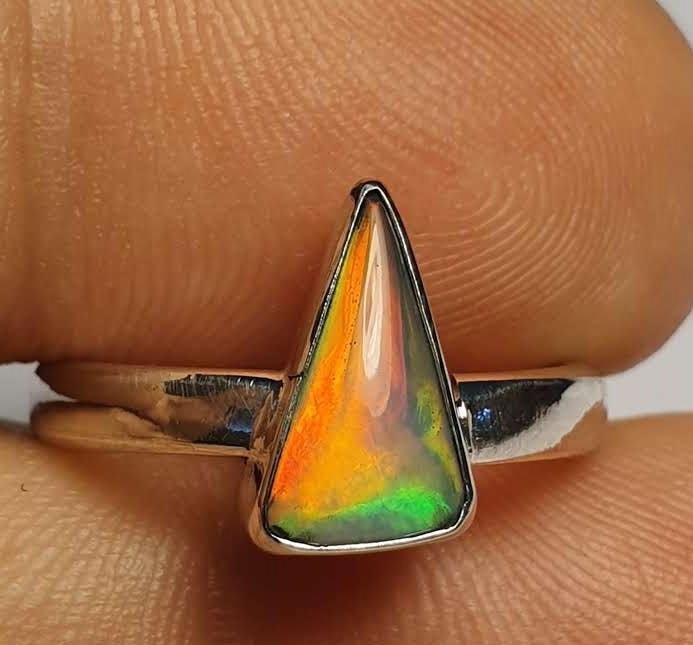 4.5sz Ethiopian Welo Opal & .925 Handmade Sterling Ring