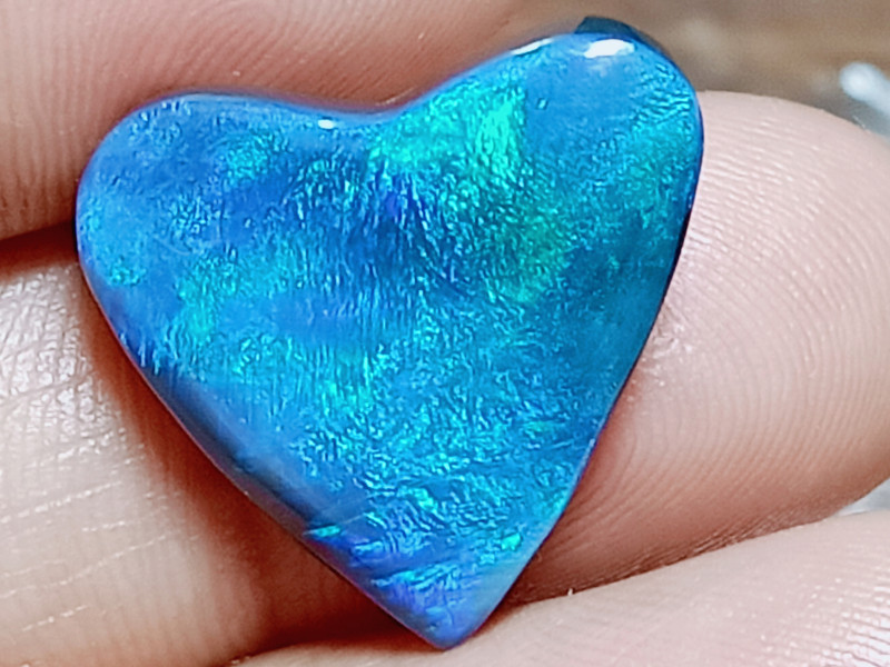 7.4Cts Blue/Green Heart-Shaped Black Opal AN117