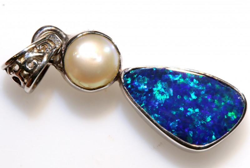 10.5 - CTS   DOUBLET OPAL WITH PEARL SILVER PENDENT OF-2660