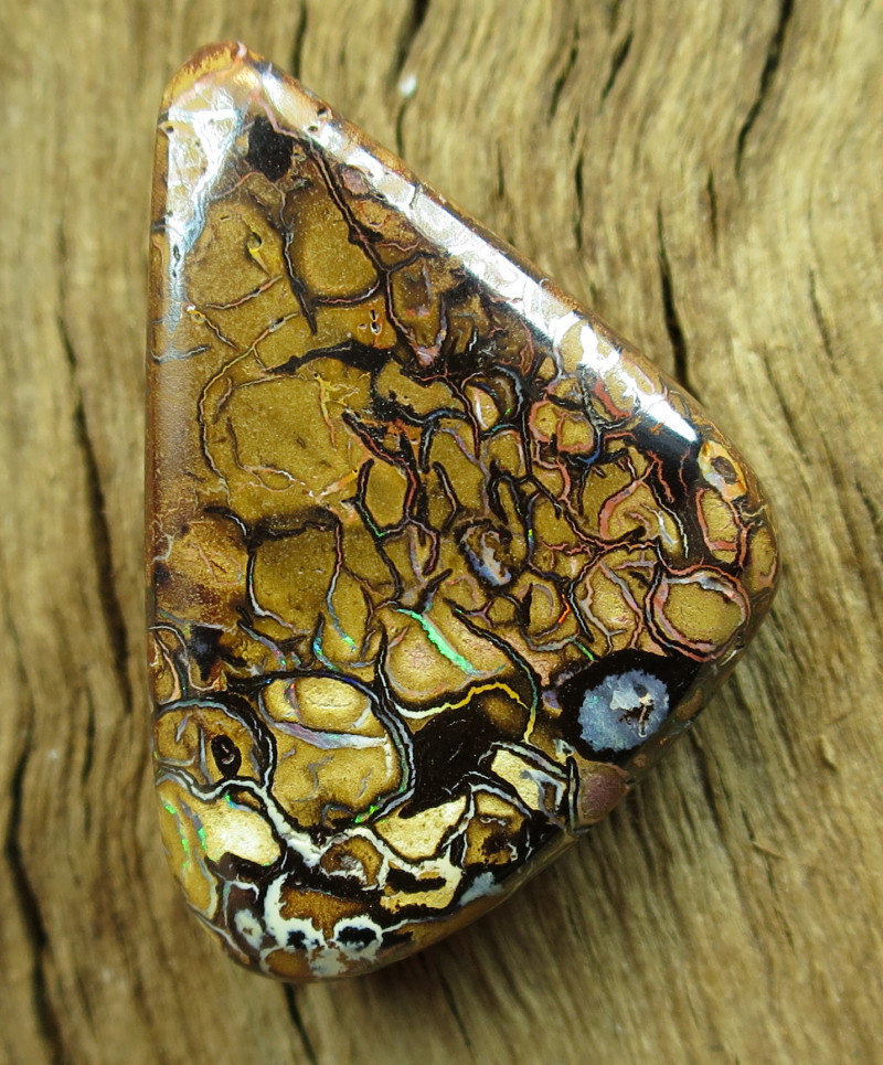 32cts. YOWAH OPAL~OUTBACK QUEENSLAND.