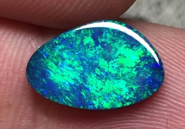 1,84 cts - Opal doublet from Lightning Ridge - BA10