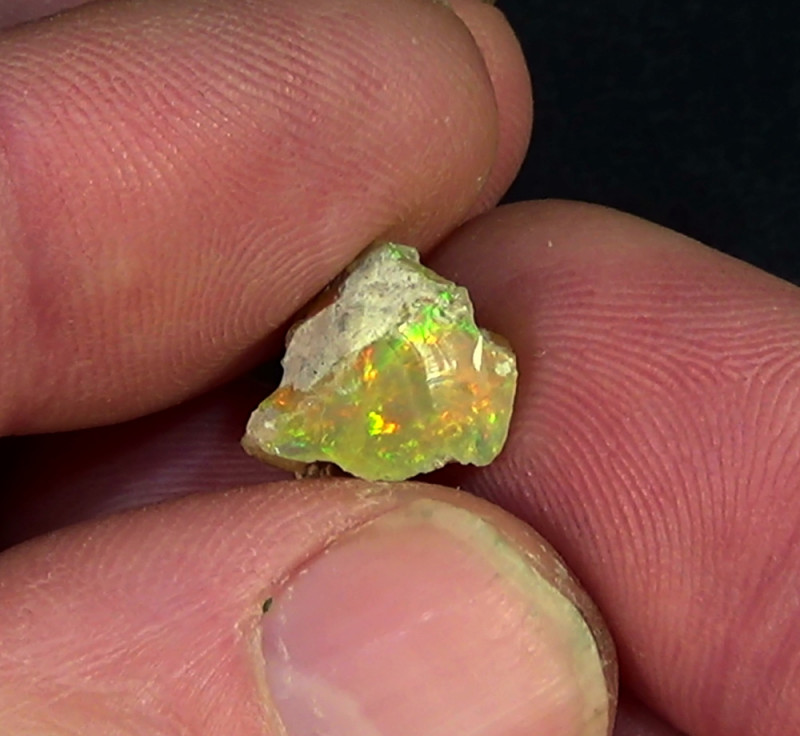 4.45 cts Ethiopian Welo CIRRUS rough opal N6 4,5/5