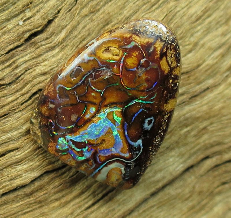 8cts. QUEENSLAND OPAL~2 SIDED PATTERN.