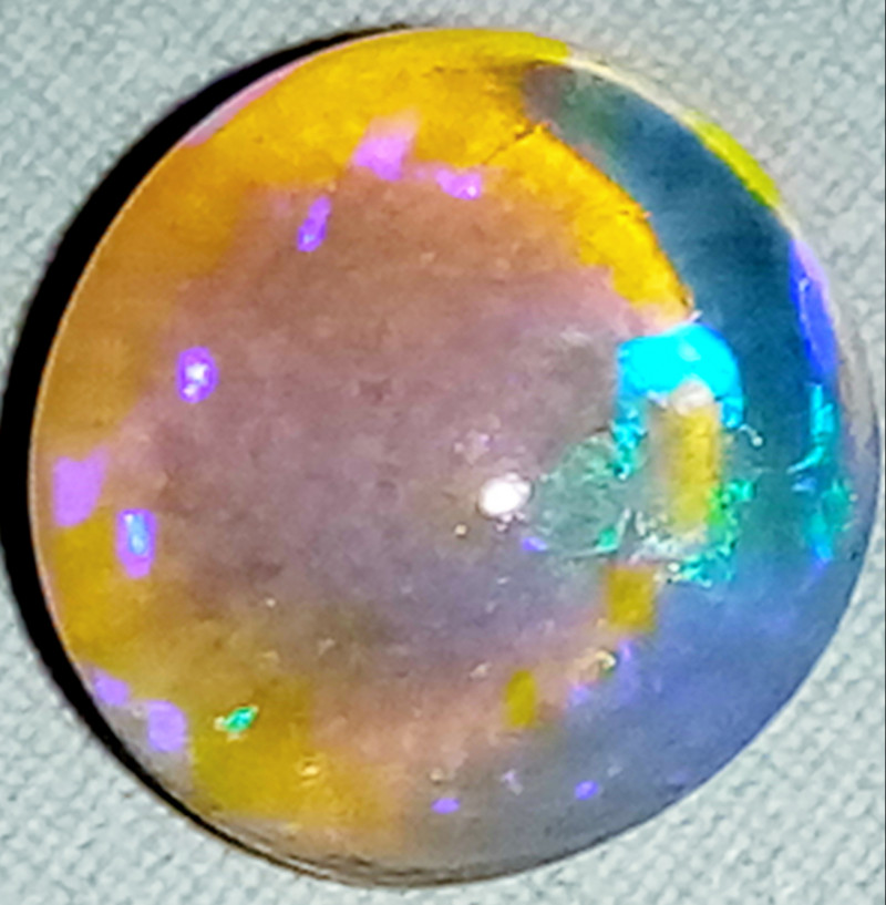 1.6 cts Clean crystal opal from Lightning ridge