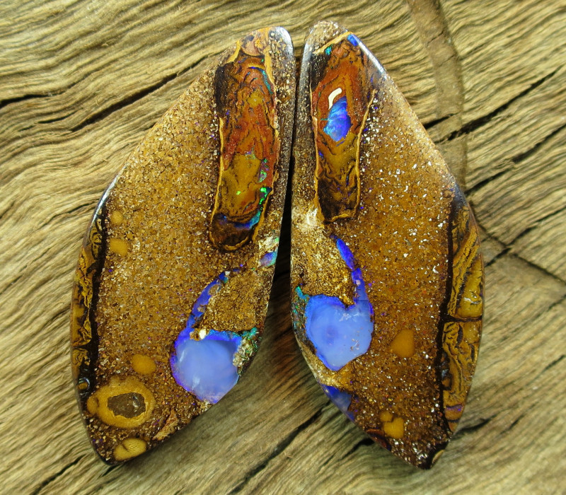 51cts, PIPE OPAL~PATTERN PAIR.