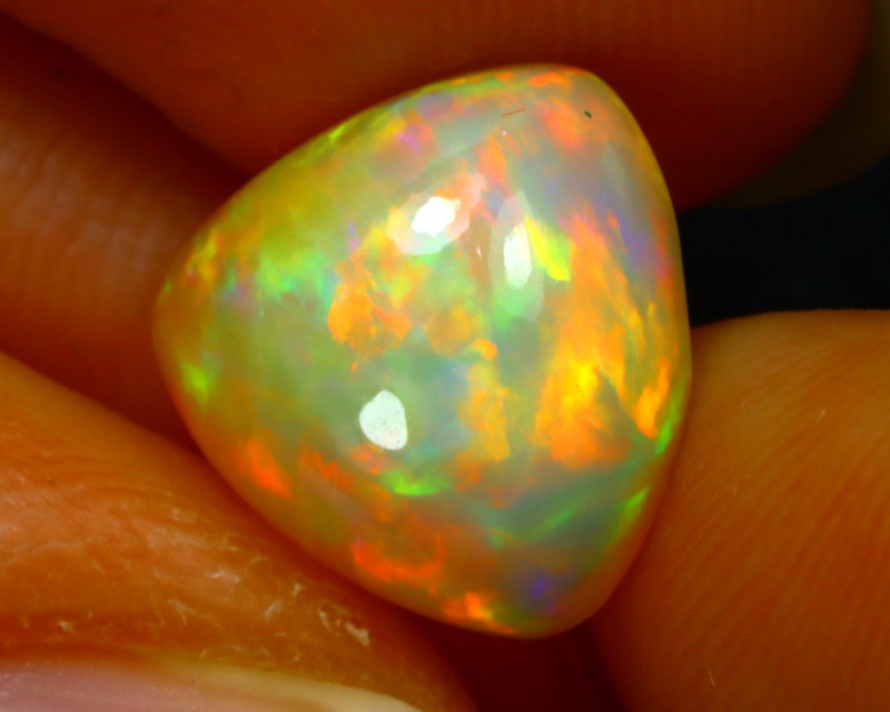 Welo Opal 3.09Ct Natural Ethiopian Play of Color Opal FR30