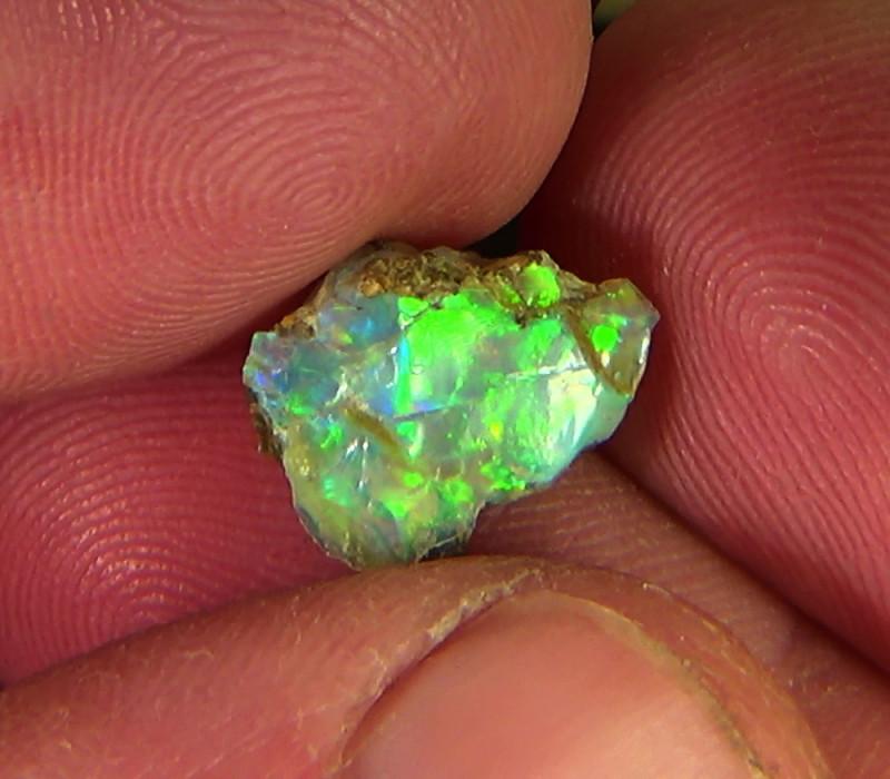 2.90 cts Ethiopian Welo FLASH rough crystal opal N9 4,5/5
