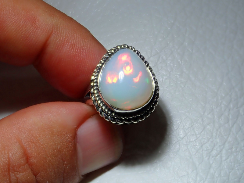 5sz Natural Welo Opal .925 Sterling Silver Ring