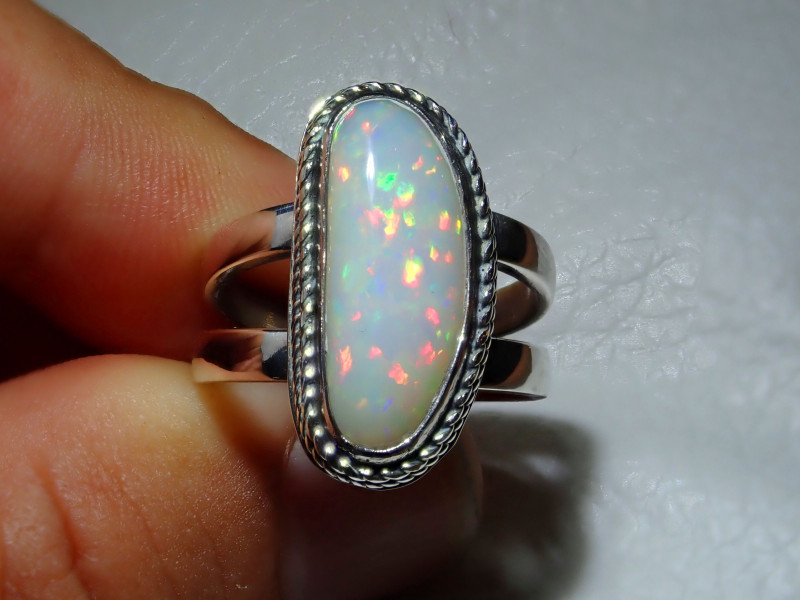 8.5sz Natural Welo Opal .925 Sterling Silver Ring