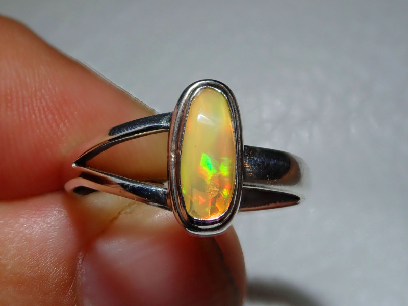 7.7sz Natural Welo Opal .925 Sterling Silver Ring