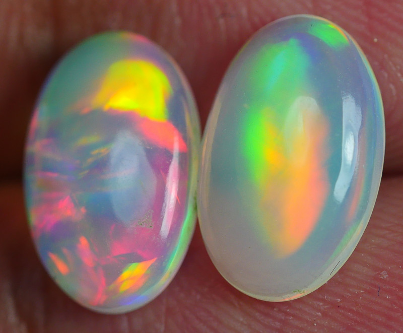 2.675CRT BRILLIANT BRIGHT RAINBOW PAIR WELO OPAL *