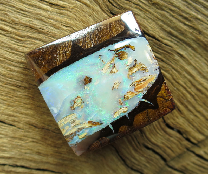 36cts, BOULDER PIPE OPAL~PATTERN STONE.